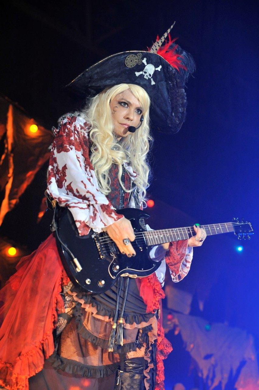 VAMPS VAMPS主宰「HALLOWEEN PARTY 2014」開幕! -MUSIC LOUNGE ニュース-