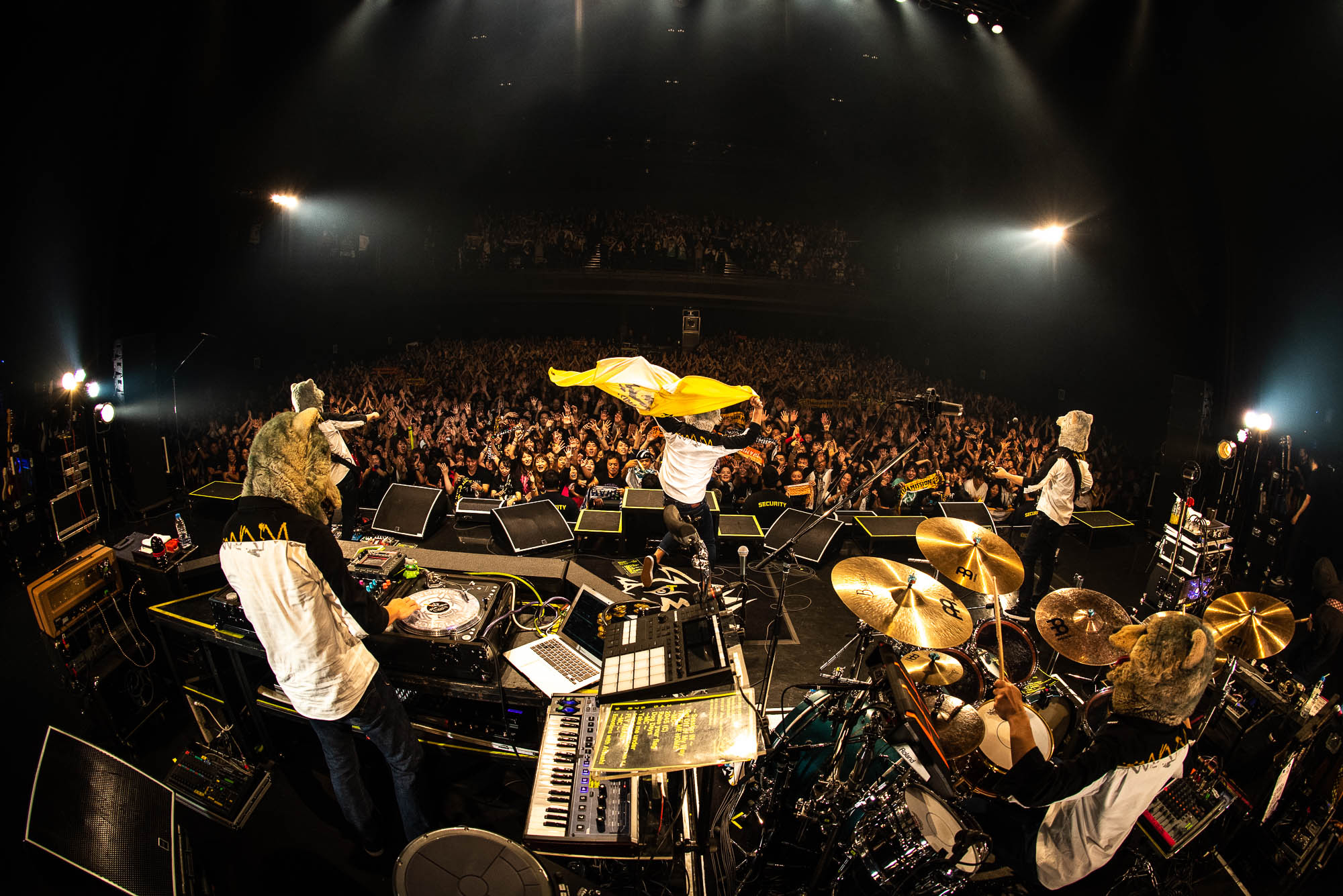 MAN WITH A MISSION@Dragon Ash LIVE TOUR 「UNITED FRONT」photo by Daisuke Sakai